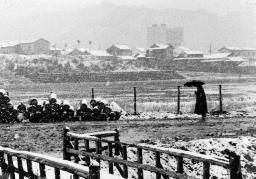 被爆70年へ 長崎の記憶 写真が語る戦前~戦後 第4部「レンズ越しの復興」 上