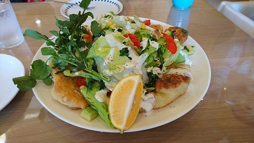 パインテールファームのサラダピザ