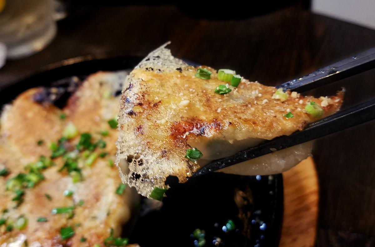 鉄鍋餃子のアップ
