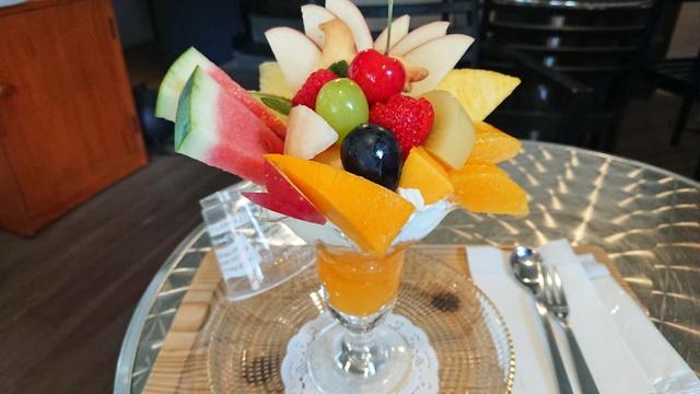 フルーツいわなが 季節のフルーツパフェ