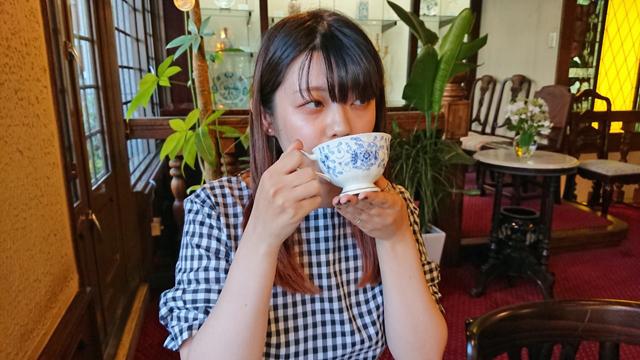 「MilkShake(ミルクセーキ)」の麗未さんと紅茶