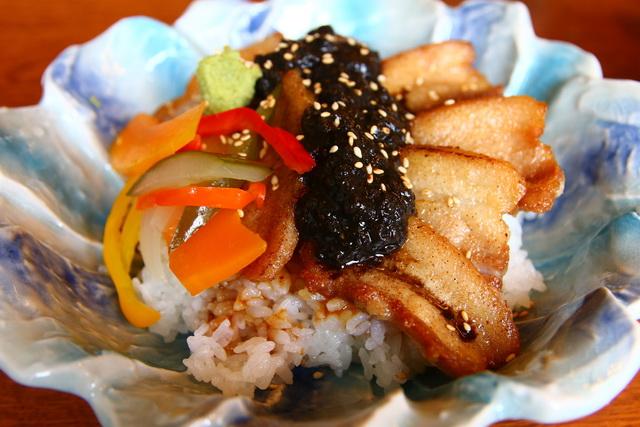 西海キッチンtsumoto(ツモト)の西海豚丼
