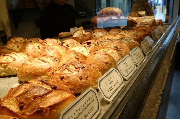 ハード系のパンが20種類くらい並んでいます