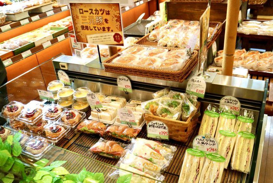 菓子パン、総菜パン、食パン、サンドイッチ類にスイーツまで圧倒的な品ぞろえ