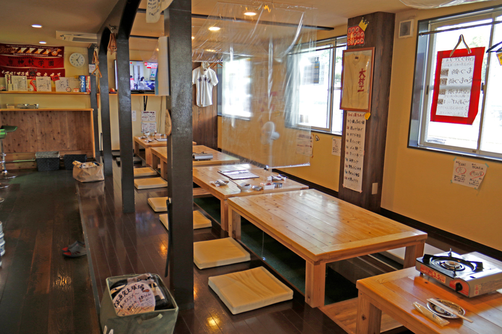 もつ鍋居酒屋「ばか正直 矢上球場」の店内