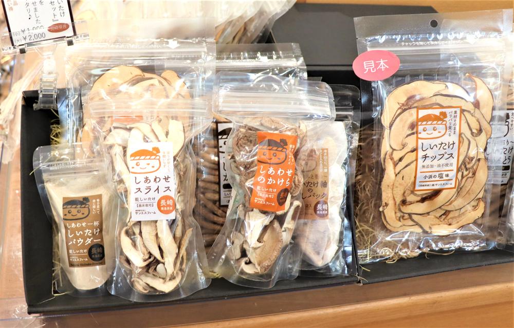 しいたけのcafeみなんめキッチン店内に並ぶ商品